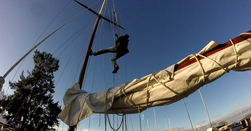 Inspecting the mast before departure